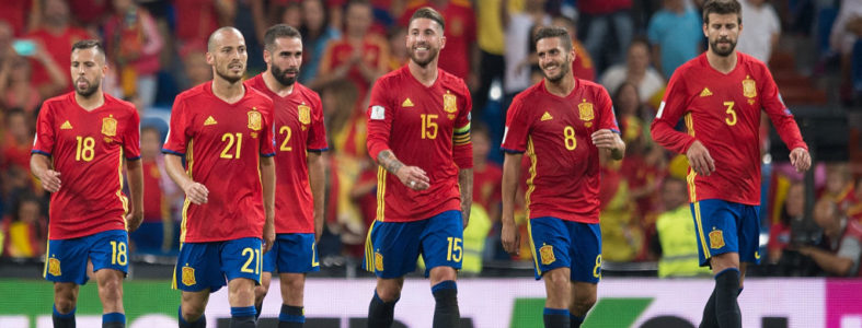 MADRID, SPAIN - SEPTEMBER 02: Spanish players  celebrate after beating Italy 3-0 during the FIFA 2018 World Cup Qualifier between Spain and Italy at Estadio Santiago Bernabeu on September 2, 2017 in Madrid, Spain. (Photo by Denis Doyle/Getty Images)